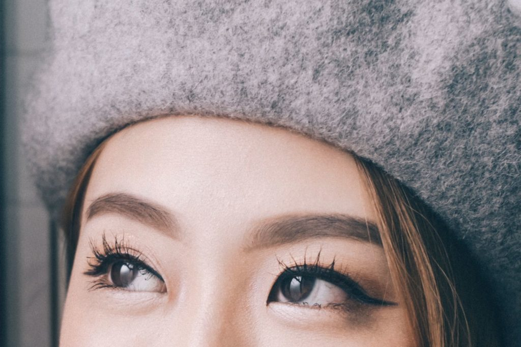 Top 6 Natural Ways to Grow Longer and Healthy Eyelashes